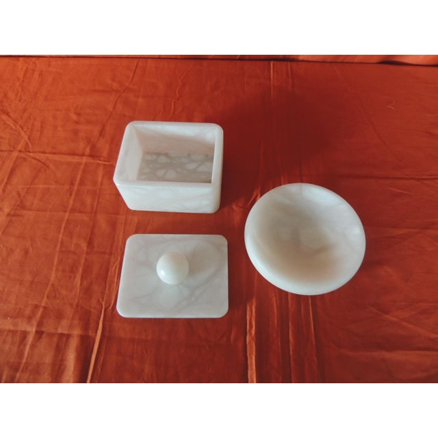 Italian Set of Covered Box and Round Dish Italian Alabaster Decorative Accessories For Sale - Image 3 of 5