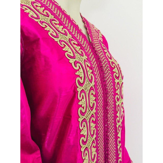 Moroccan Vintage Caftan 1970s Kaftan Maxi Dress Hot Pink Fuchsia For Sale - Image 10 of 13