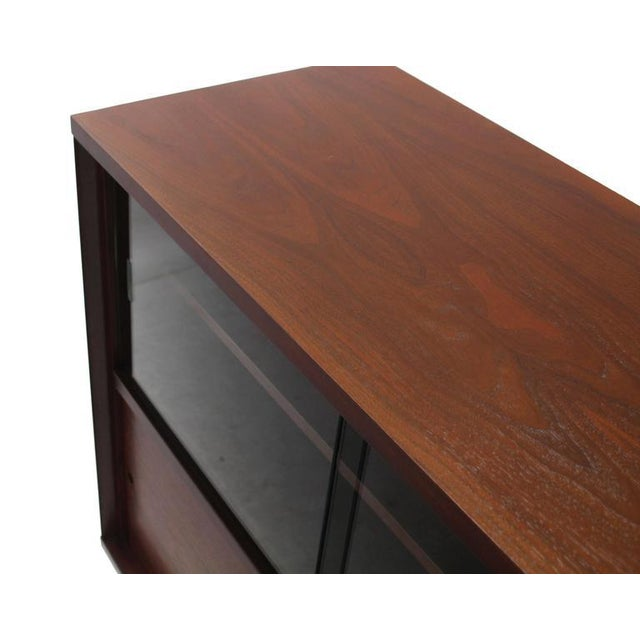 Mid-Century Modern Mid-Century Modern Walnut Cabinet with Sliding Glass Doors For Sale - Image 3 of 6