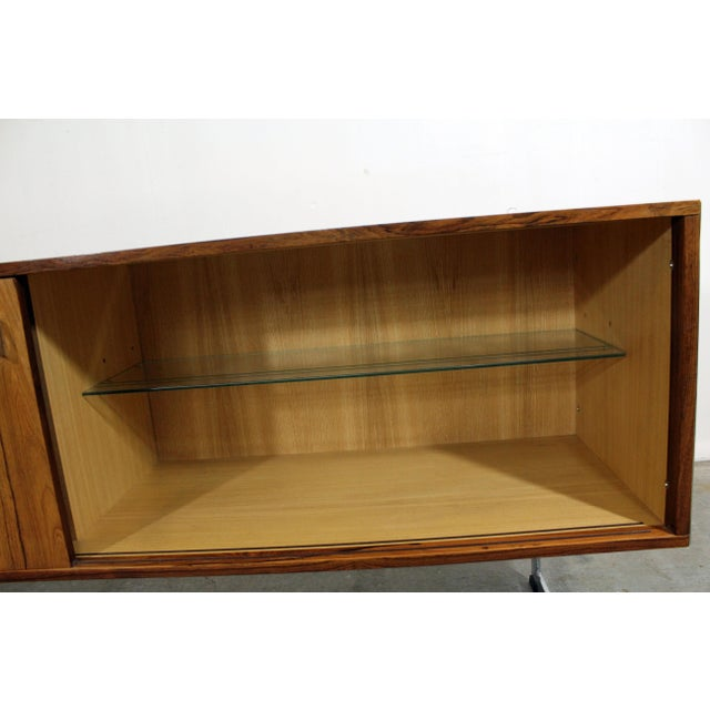 Brown Mid-Century Modern Richard Young Merrow Assoc. Rosewood Chrome Credenza For Sale - Image 8 of 12