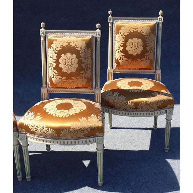French Set of 4 Maison Jansen Louis XVI Style Paint Decorated Silk Side Dining Chairs For Sale - Image 3 of 9
