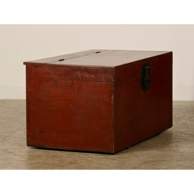 Large Antique Chinese Red Lacquer Trunk Kuang Hsu period circa 1875 For Sale - Image 4 of 10