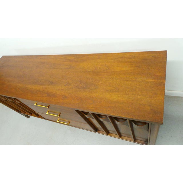 1960's Mid Century Modern Kent Coffey Perspecta Walnut Credenza For Sale In Orlando - Image 6 of 9