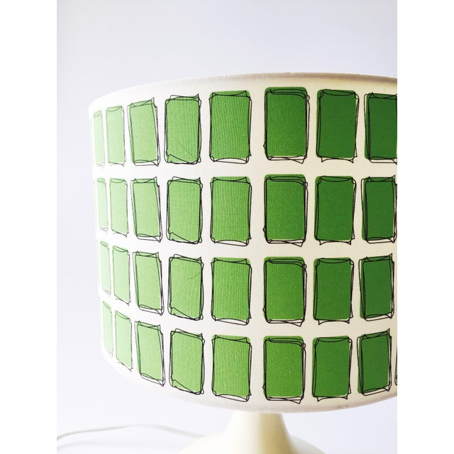 Mid Century Off White Table Lamp & Green Shade - Image 4 of 6