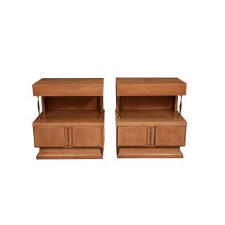 Pair Mid Century American of Martinsville Light Mahogany Two Tier Nightstands For Sale