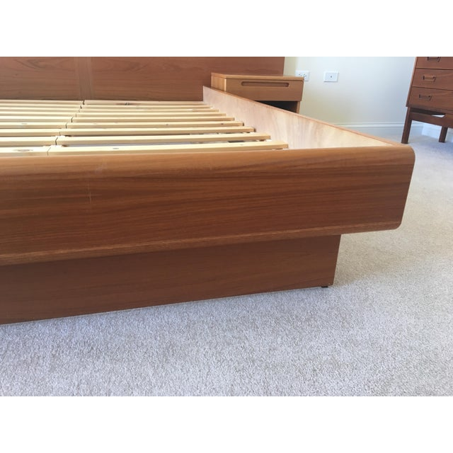 Danish Modern Teak Queen Platform Bed With Nightstands - Image 4 of 7