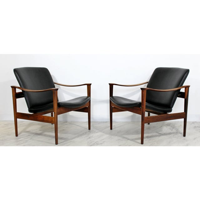 For your consideration is a phenomenal and rare, pair of rosewood and black leather, easy chairs, model 711, by Fredrik A....