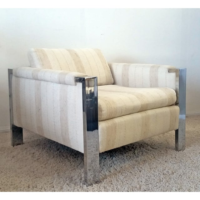 A stunning Mid-Century Modern chrome, cube shaped lounge chair. The chair is in excellent condition with original...