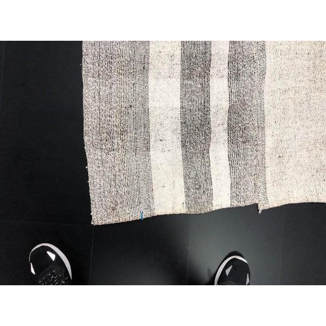1960s Vintage Natural Wool Turkish Handwoven Anatolian Aztec Floor Rug- 5′4″ × 8′2″ For Sale In Phoenix - Image 6 of 11