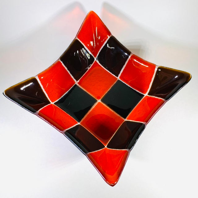 1970s Mid Century Modern Fused Art Glass Square Bowl in Red and Chocolate Brown For Sale In Las Vegas - Image 6 of 8