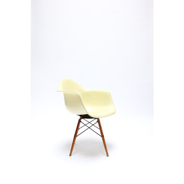 Mid-Century Modern Vintage Eames PAW Swivel chair for Herman Miller For Sale - Image 3 of 11