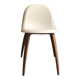 Scandinavian Modern Gubi White Plastic Dining Chair For Sale