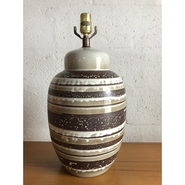Vintage Mid Century Modern Ceramic Table Lamp. For Sale - Image 4 of 8