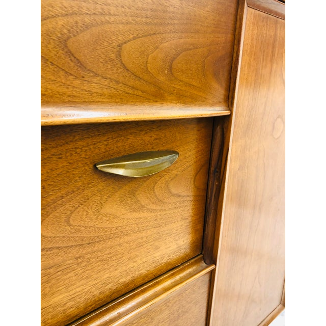 "Mid-Century Modern Vintage Mid Century Modern Drexel ""Parallel"" Credenza For Sale - Image 3 of 7"
