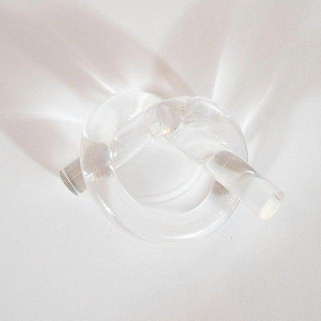1960s Dorothy Thorpe Mid-Century Modern Lucite Pretzel Napkin Rings - Set of 12 For Sale - Image 5 of 8