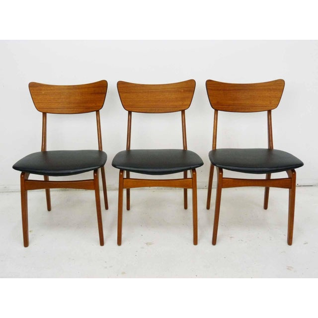 Circa 1950s set of 6 Danish Modern Model 60 teak dining chairs by Svend & Madsen for Sigurd Hansen. Exceptionally rare set...