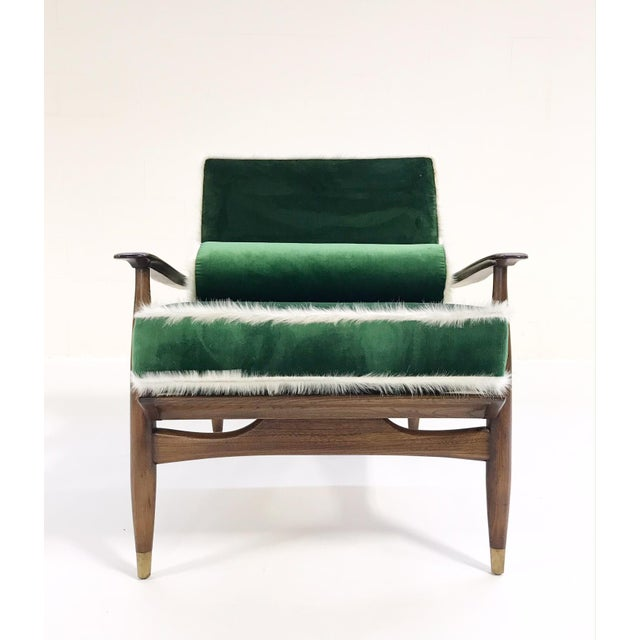 Danish Modern Vintage Walnut Lounge Chair Attributed to Finn Juhl Restored in Schumacher's Emerald Green Silk Velvet and Brazilian Cowhide For Sale - Image 3 of 10