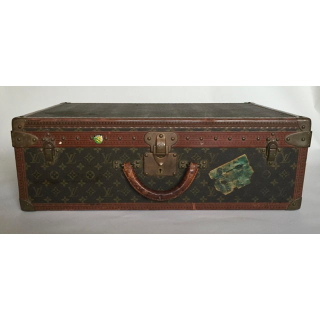 Brown Mid 20th Century Louis Vuitton Alzer 65 Luggage With Tray For Sale - Image 8 of 8