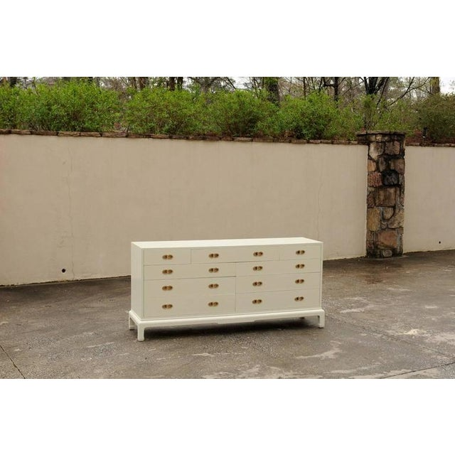 Stylish Restored Ten-Drawer Mahogany Chest by Henredon in Cream Lacquer For Sale - Image 9 of 11
