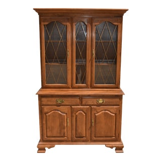 1980s Traditional Ethan Allen Solid Nutmeg Maple China Cabinet For Sale