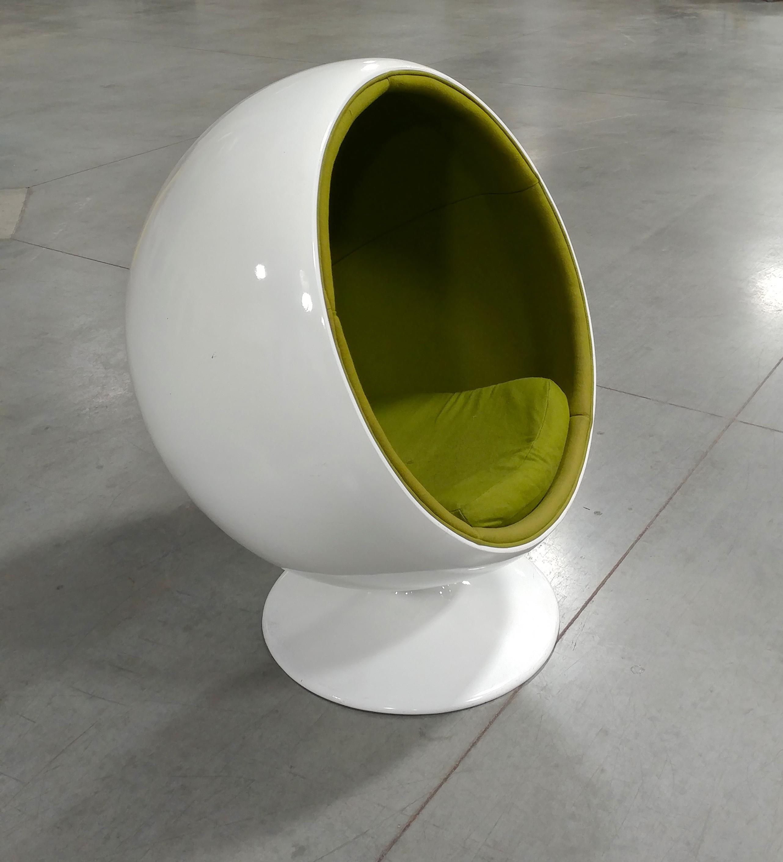 Eero Aarnio  1960s Mid Century Modern White Ball Chair   Image 3 Of 10