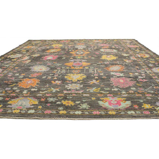 52218, contemporary Turkish Oushak rug with modern style. This gorgeous contemporary Turkish Oushak rug with modern style...
