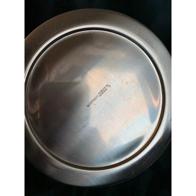 "Metal 1970s Danish Modern Arne Jacobsen for Stelton ""Cylinda"" Cocktail Barware Set of 6 For Sale - Image 7 of 13"