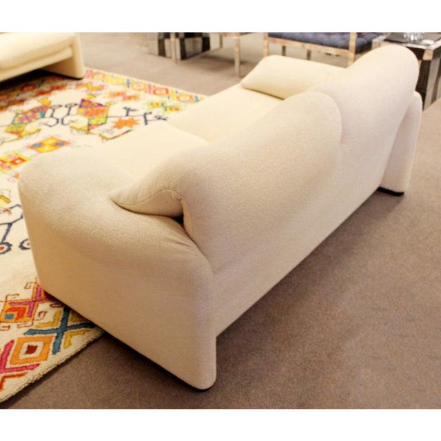 Fabric Mid-Century Modern Atelier Int Maralunga Sculptural Loveseat by Magistretti for Cassina For Sale - Image 7 of 10