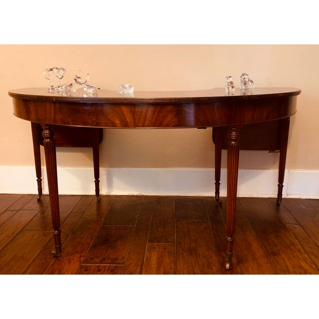 Federal Solid Mahogany Hunt Table in the Federal Regency Style For Sale - Image 3 of 9