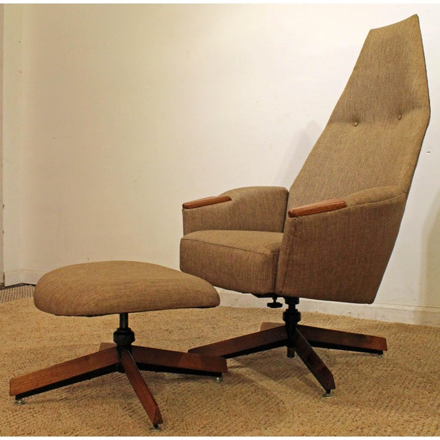 What a find. Offered is a beautiful Mid-Century modern lounge chair & ottoman, designed by Adrian Pearsall for Craft...