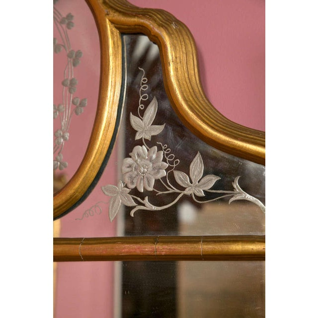 Hollywood Regency Style Giltwood Mirror With Etched Floral and Clover Design For Sale - Image 5 of 5