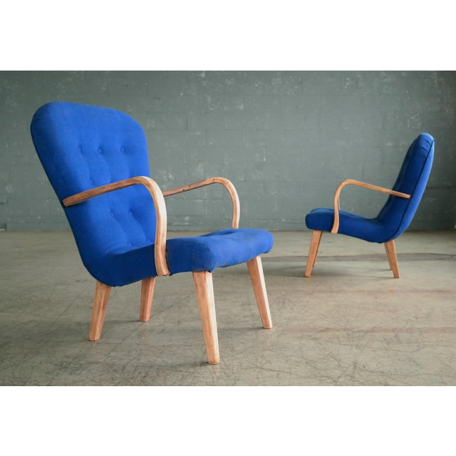 Philip Arctander Pair of 1950s Danish Lounge Chairs in the Style of the Clam Chair by Arctander For Sale - Image 4 of 11