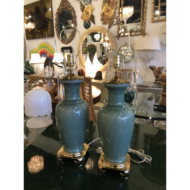 Chinoiserie Vintage Hollywood Regency Pagoda Teal Green Crackle Glaze & Brass Table Lamps -A Pair For Sale - Image 3 of 13