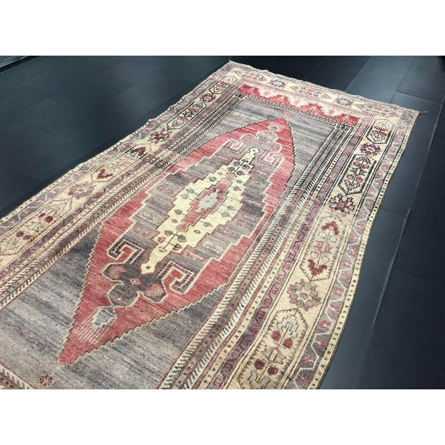 1960s Faded Turkish Oushak Traditional Rug-4'6'x9'6' For Sale - Image 5 of 11