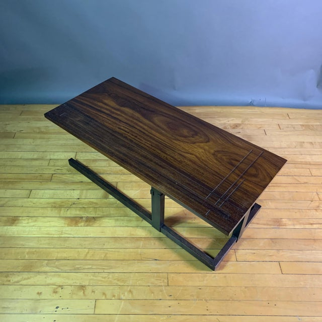 1980s Thomas Swift Studio Teak and Lacquered Coffee Table, Usa 1980s For Sale - Image 5 of 10