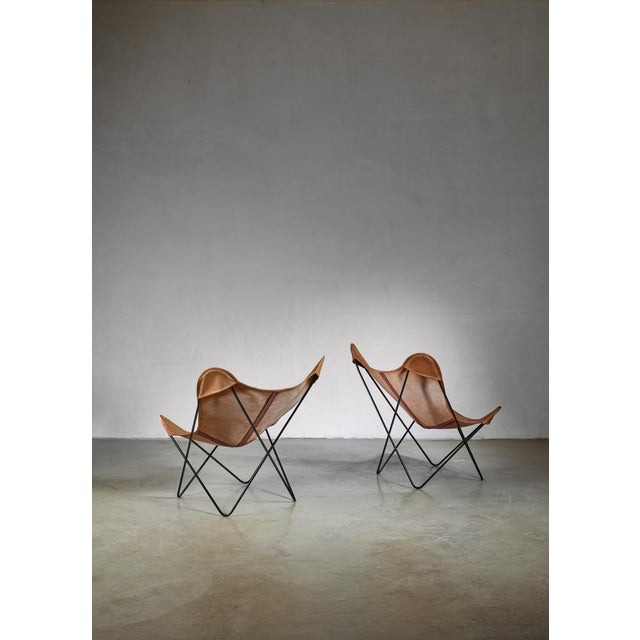 A pair of Knoll butterfly chairs, designed in 1938 by Antonio Bonet, Juan Kurchan and Jorge Ferrari-Hardoy. The chairs...