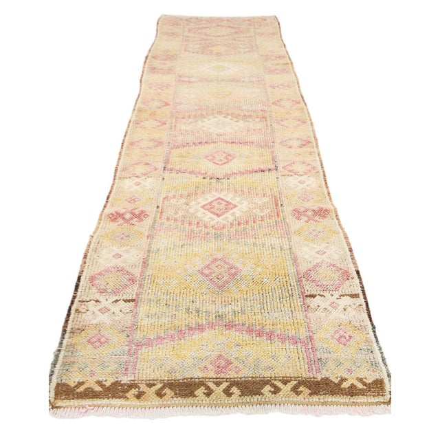 Handknotted vintage herki runner rug from Northern Iraq. Approximately 50-60 years old. In very good condition.