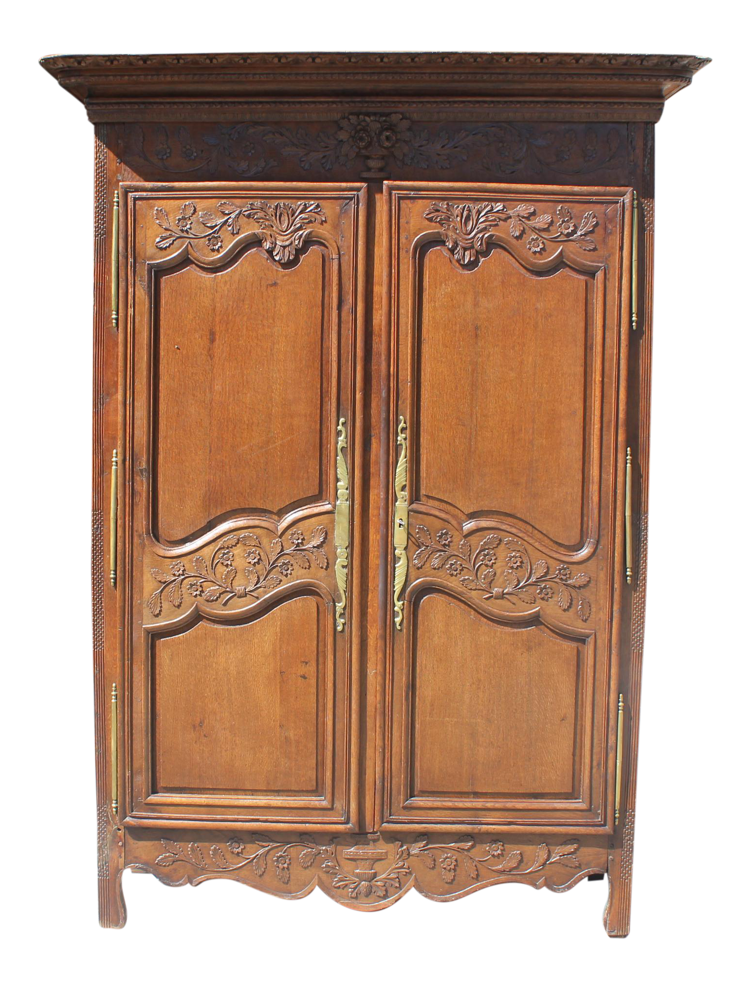 Merveilleux Monumental18th Century French Louis XV Solid Oak Armoires Period Chateau .