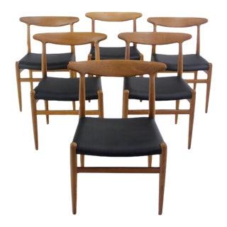 Set of Six Classic Scandinavian Modern Oak Dining Chairs Designed by Hans Wegner For Sale