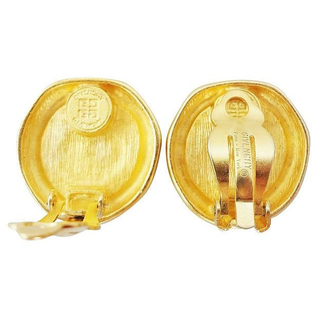 """Givenchy 1980s Givenchy Stamped """"Coin"""" Logo Earrings For Sale - Image 4 of 5"""