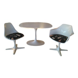 Mid-Century Burke Industries Saarinen Style Tulip Table & Chairs For Sale