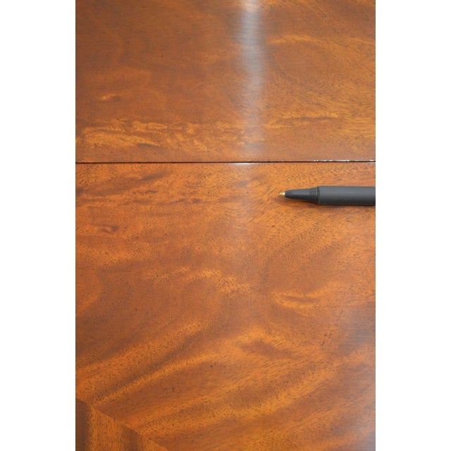 Federal Hekman Flame Mahogany Yew Wood Banded Single Pedestal Dining Table For Sale - Image 3 of 13