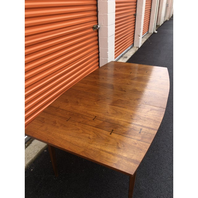 Mid-Century Modern 1960s Mid Century Modern Lane Bow Tie Tuxedo Dining Table For Sale - Image 3 of 7