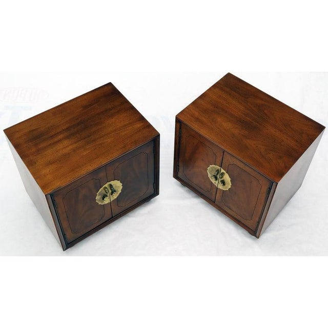 1970s Pair of Mid-Century Modern Two Doors Nightstands by Henredon For Sale - Image 5 of 12