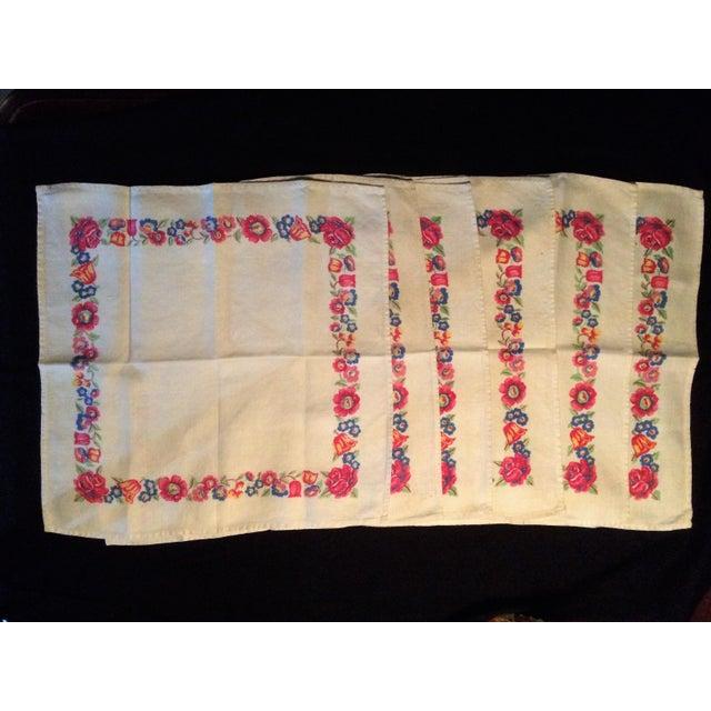 Vintage Colorful Flowered Napkins - Set of 5 For Sale - Image 4 of 4