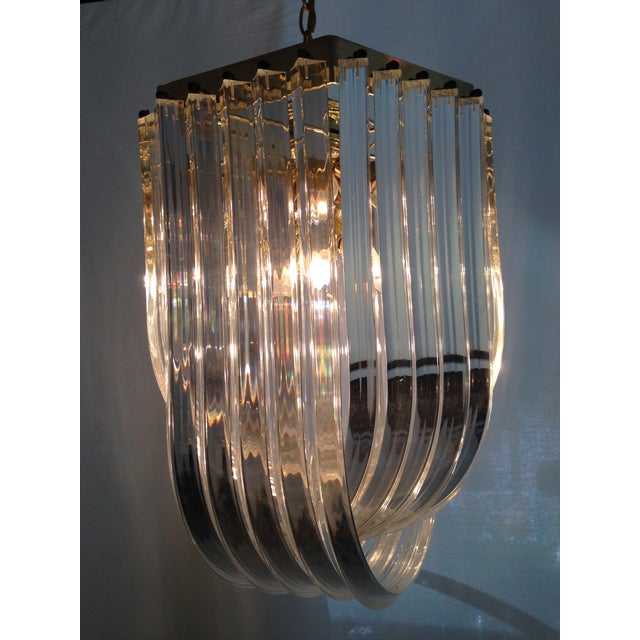 1970s Italian Lucite & Brass Ribbon Chandelier - Image 6 of 6