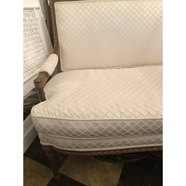 French 1920s French White Settee For Sale - Image 3 of 10