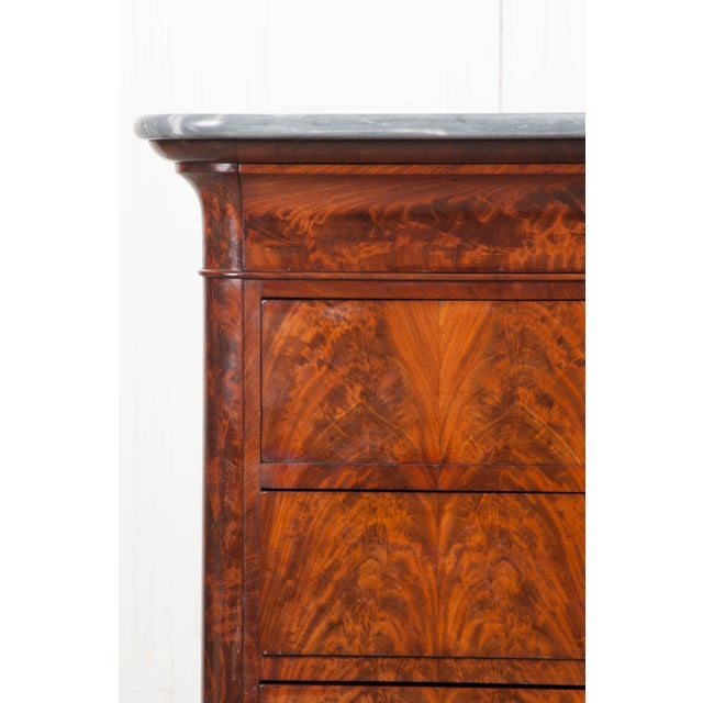Wood French 19th Century Louis Philippe-Style Mahogany Commode For Sale - Image 7 of 12