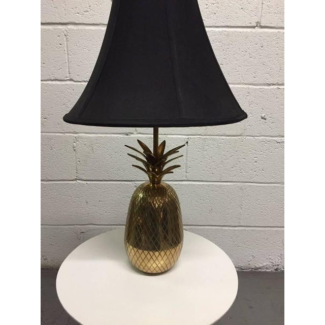 1960s Pair of Hollywood Regency Brass Pineapple Lamps For Sale - Image 5 of 5