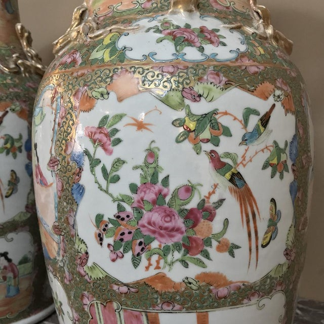 Pair 19th Century Hand-Painted Cantonese Rose Medallion Porcelain Vases For Sale In Dallas - Image 6 of 13